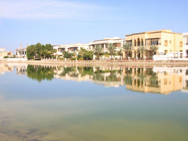 Exquisite lake view five bedroom Villa in Emirates Hills