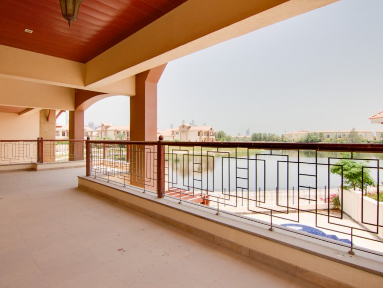 Five bedroom Mansion in Jumeirah Islands with lake views