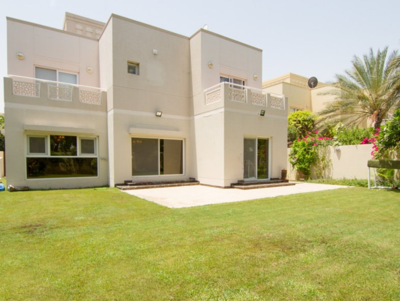 Must see family Villa with five bedrooms in Meadows 6
