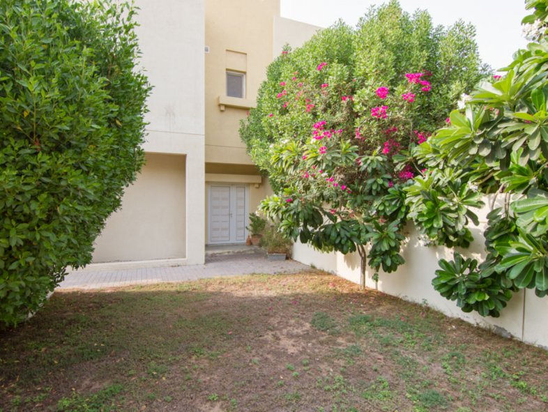 Well appointed semi-detached Townhouse in Zulal