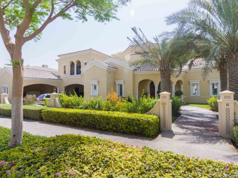 Stunning 6 Bedroom Upgraded Pitch Facing Polo Home