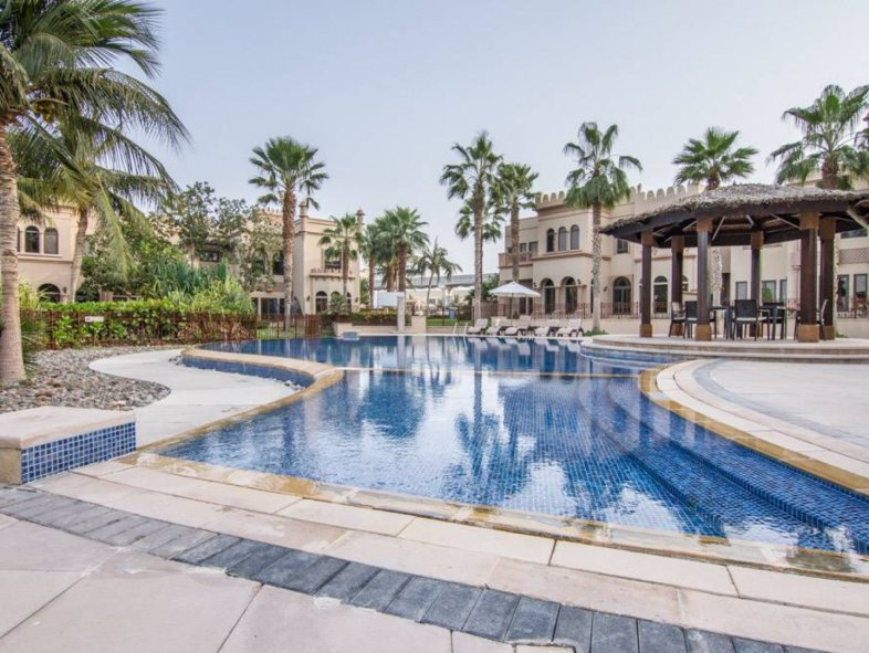Unavailable Semi-detached townhouse in Canal Cove Villas, Palm Jumeirah