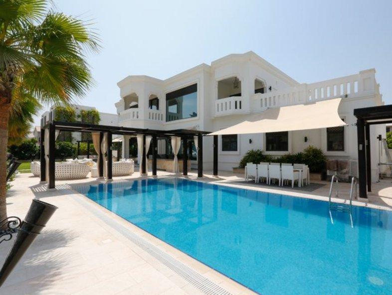 Luxurious Upgraded Palm Jumeirah Signature Villa Skyline