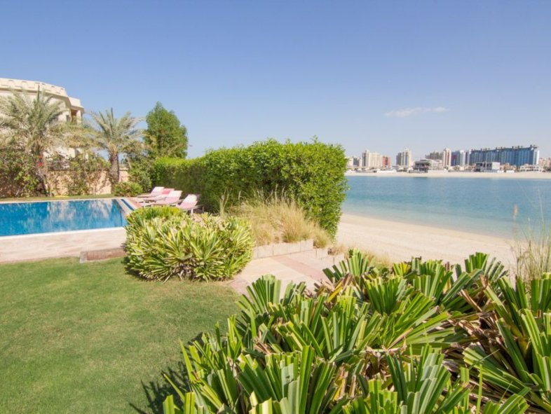 Marina facing Signature villa on Palm Jumeirah