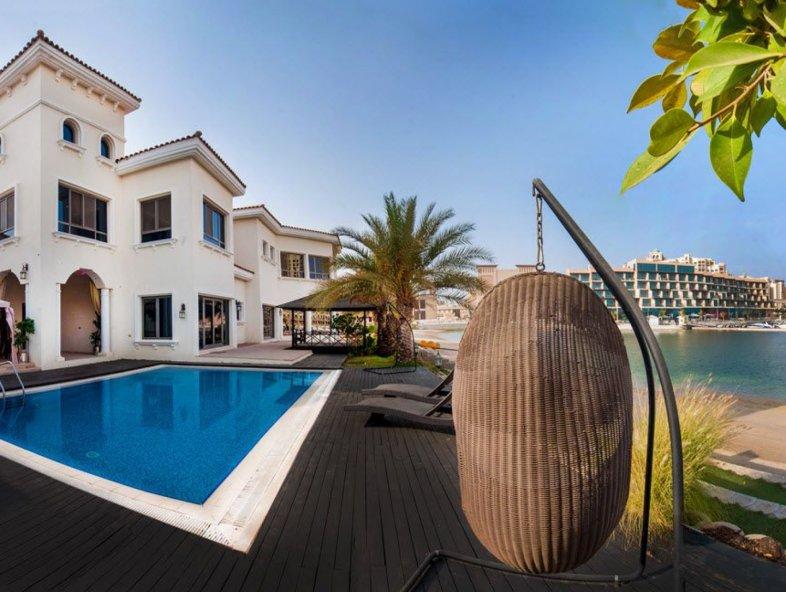 Marina Facing Signature Villa in Palm Jumeirah