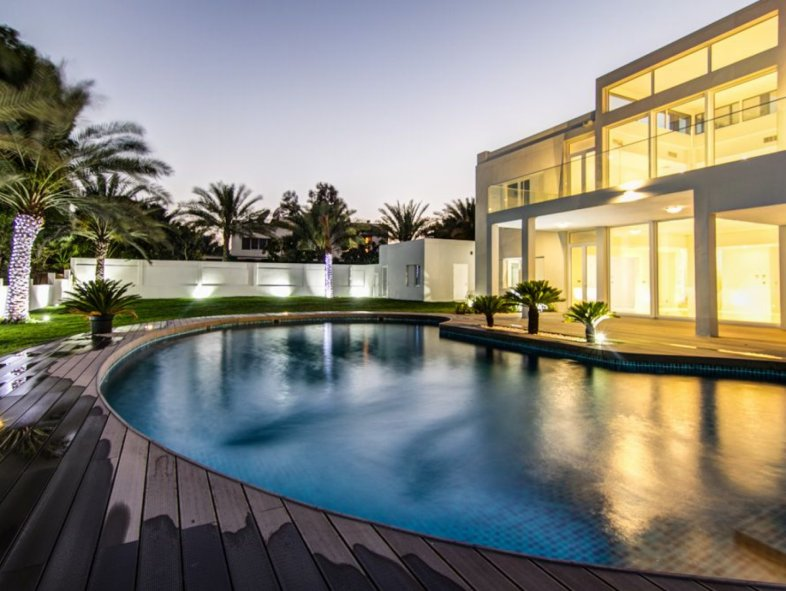 Beautifully Renovated Villa in Emirates Hills