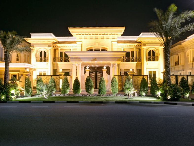 One of a kind villa in an amazing location in Jumeirah