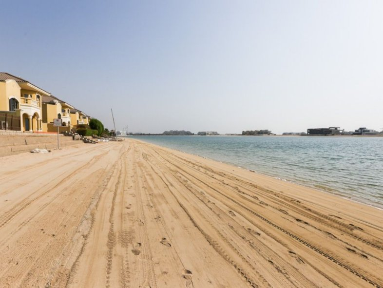 High number fully furnished garden home in Palm Jumeirah