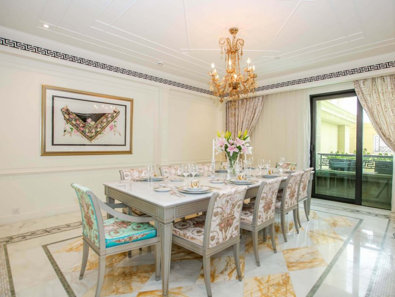 Two Bed Apartment in Palazzo Versace