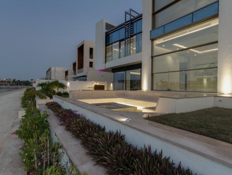 Amazing Show Villa on Prestigious J Frond Palm Jumeirah