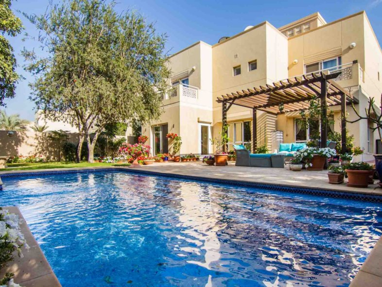 Lovely private plot Villa with pool in The Meadows 5