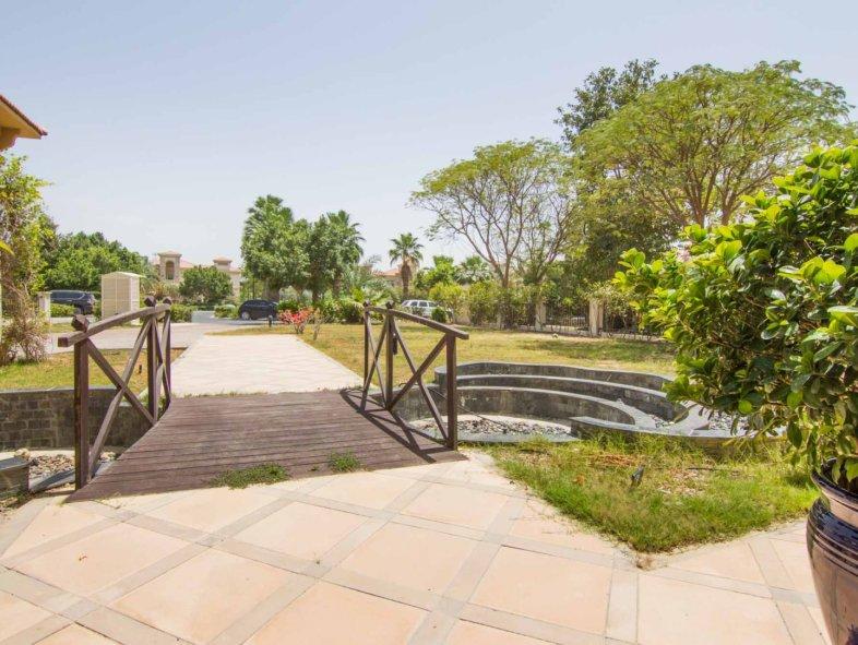 Superb value by lake Master View Villa, Jumeirah Islands