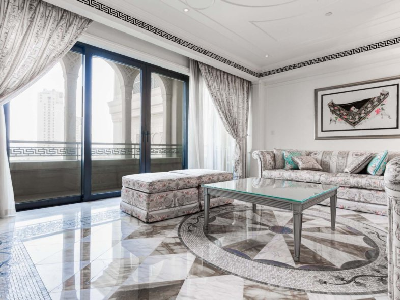 Large fully furnished 2 bed Apartment in Palazzo Versace
