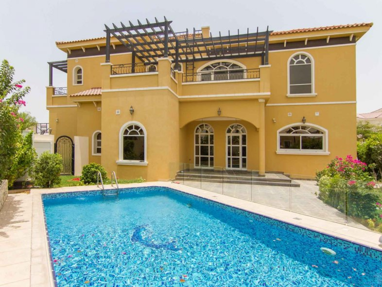 Splendid Villa with Mature Landscaping; Upgraded