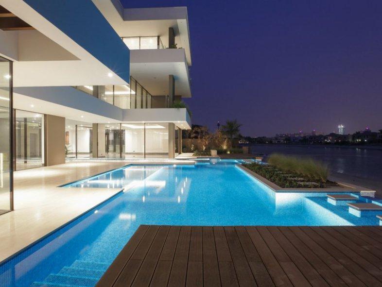 Contemporary custom built villa for sale on the Palm