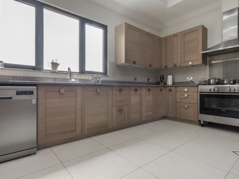 Neutral Upgraded Signature Villa in Palm Jumeirah