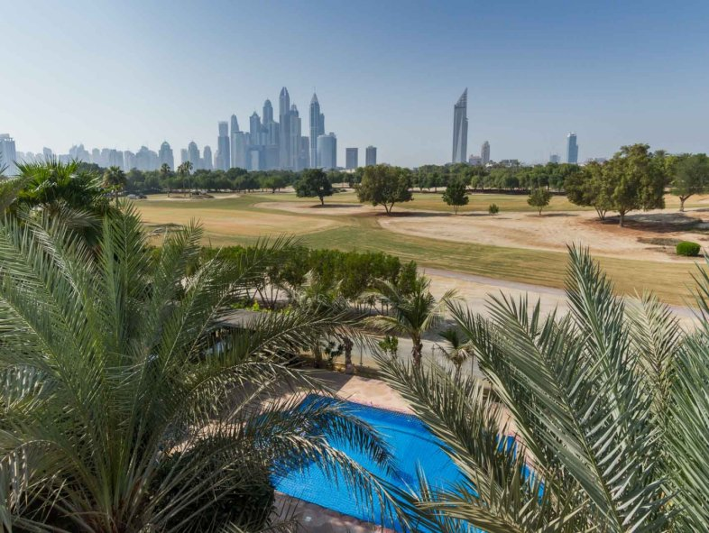 Large Hattan Villa enjoying golf course views The Lakes