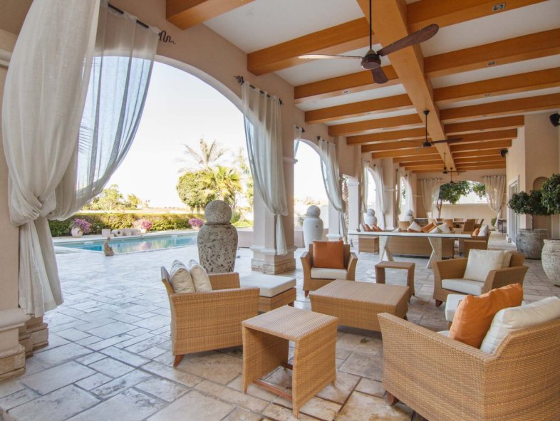 Superb Deal for this stunning Full Golf Course Villa!