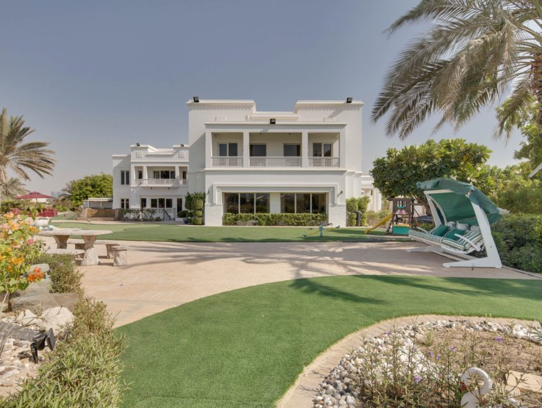 New to market | Villa in Emirates Hills