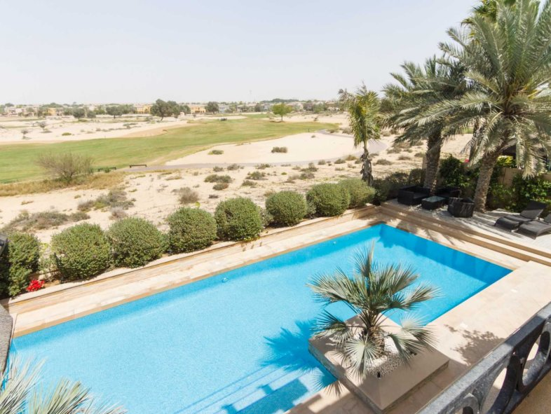 Immaculate and upgraded Type 18  Golf Course Villa