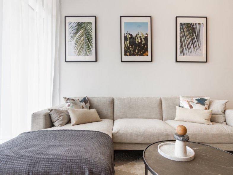 Luxury Urban Resort Living Apartment in Hillside