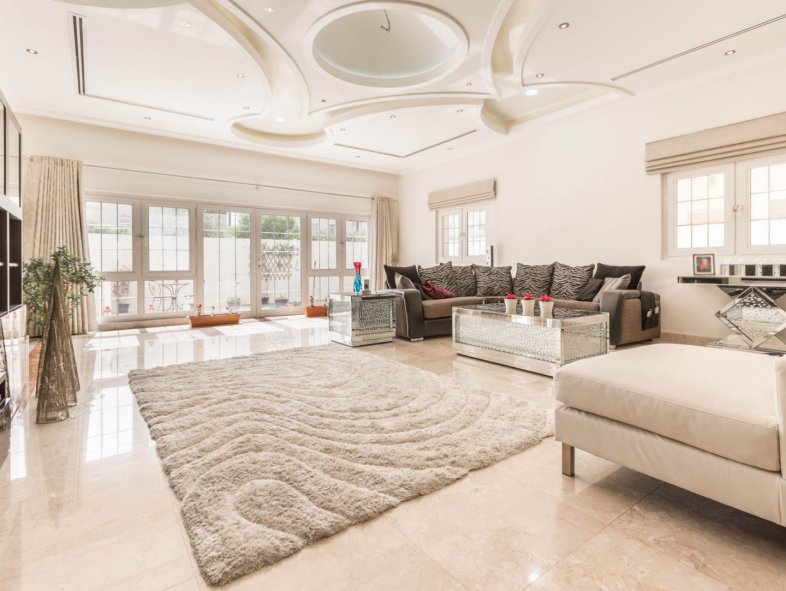 High quality, superb layout Villa with a private pool
