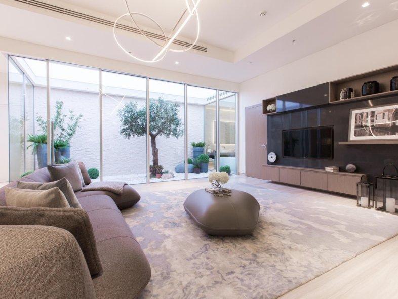 Contemporary Corner 6 bed Villa in Dubai Land