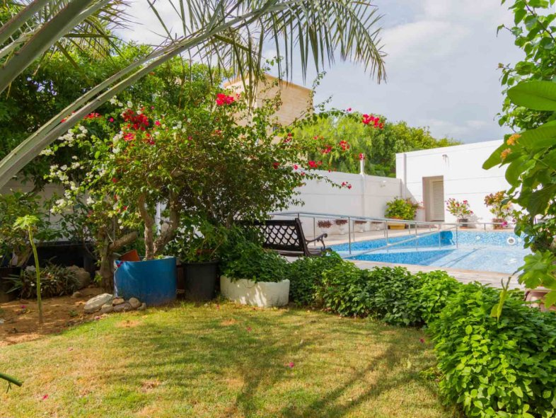 Most charming Family Home in amazing Jumeirah 2 location