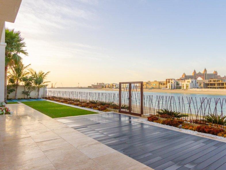 Off-Market Modern 6-bed villa on Frond J Palm Jumeirah