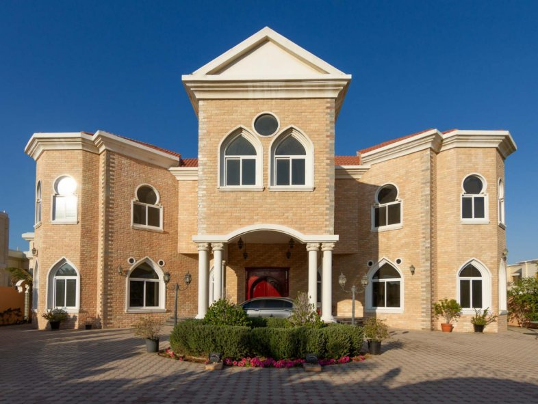 Beautiful 5-bedroom Mansion in the Jumeirah Area