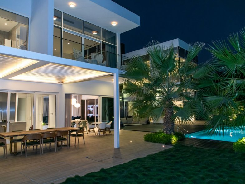 Upgraded Fully Furnished or Unfurnished Front row Villa
