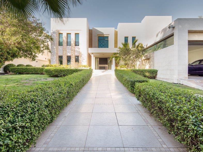 Contemporary , full golf course Villa in Emirates Hills