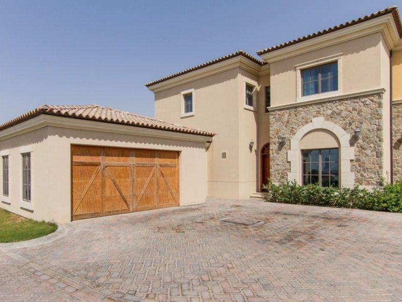 Four bedroom unfurnished villa in Jumeirah Golf Estates