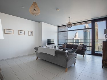 DIFC & Sea View | Semi-closed Kitchen