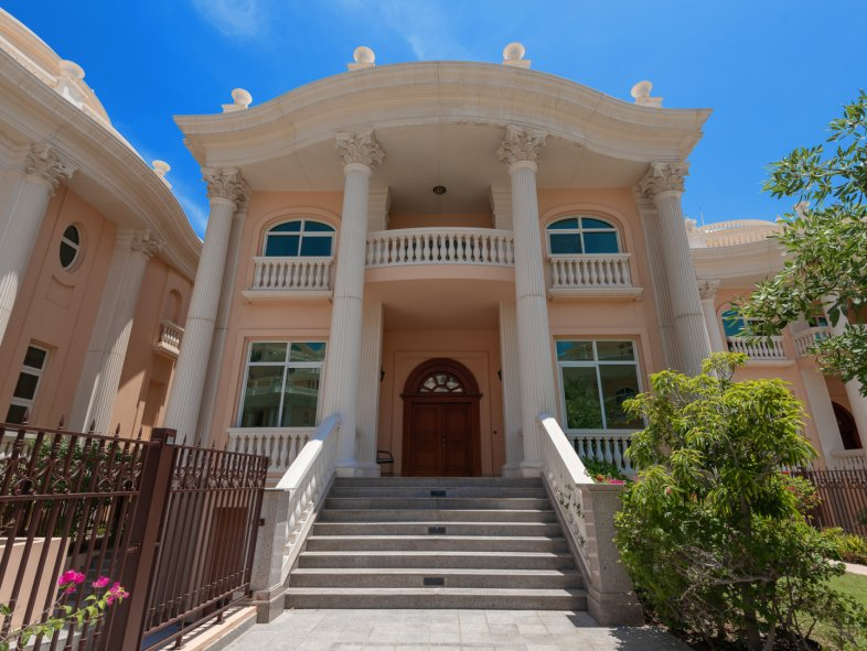 Villa available for sale in The Crescent, Palm Jumeirah