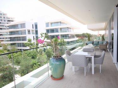 Stunning Luxury Apartment in tranquil Al Barari.