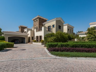 Lake and course view villa in Jumeirah Golf Estates