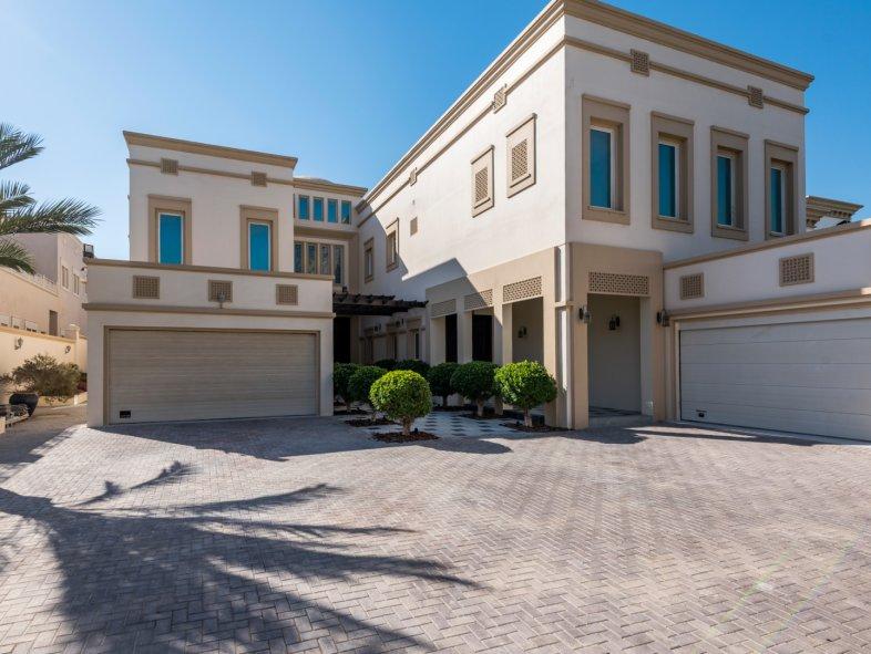 Unavailable Villa in R Sector, Emirates Hills