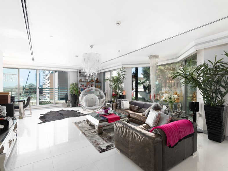Villa available for sale in Marina Crown, Dubai Marina
