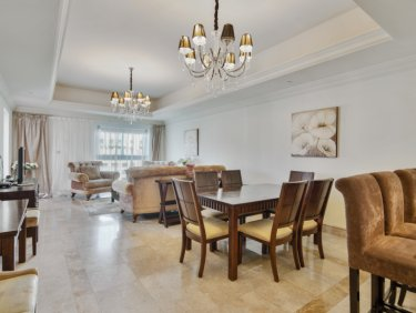 Waterfront luxury apartment on Palm Jumeirah