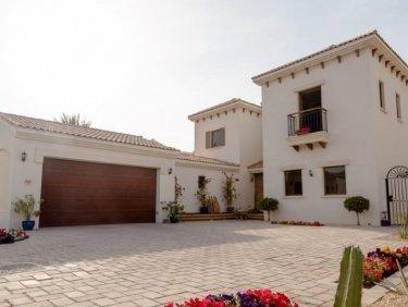 Golf course view villa in Jumeirah Golf Estates