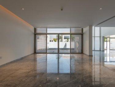Contemporary Style 5 Bedroom Villa