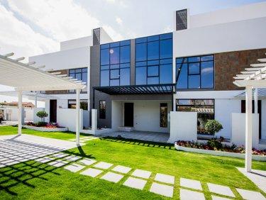 Modern Luxury Golf Course Living in JGE
