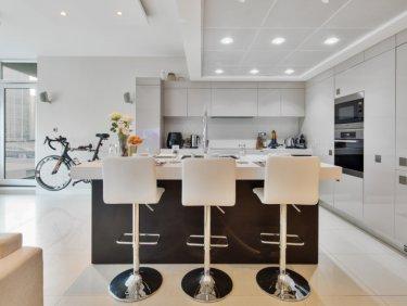 Upgraded contemporary smart home in Dubai Marina