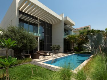 Luxury contemporary villa in District One