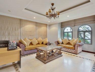 Rare Upgraded Garden Home Palm villa