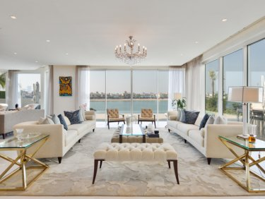 Upgraded villa with spacious plot on Palm Jumeirah