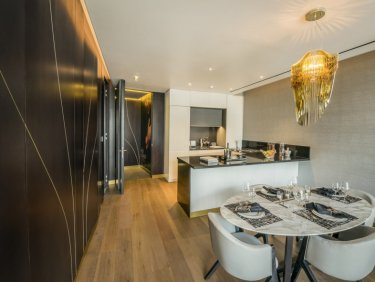 Canal view luxury apartment with roof terrace in Downtown Dubai