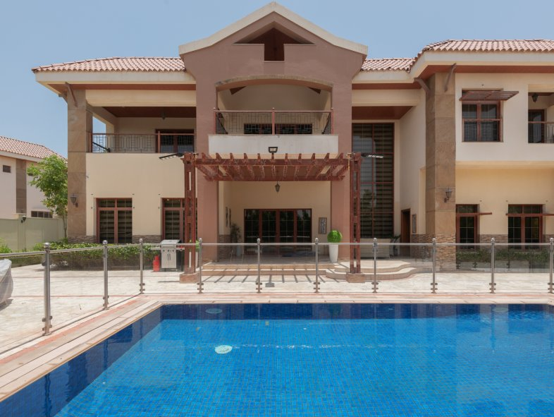 Villa available for sale in The Mansions, Jumeirah Islands