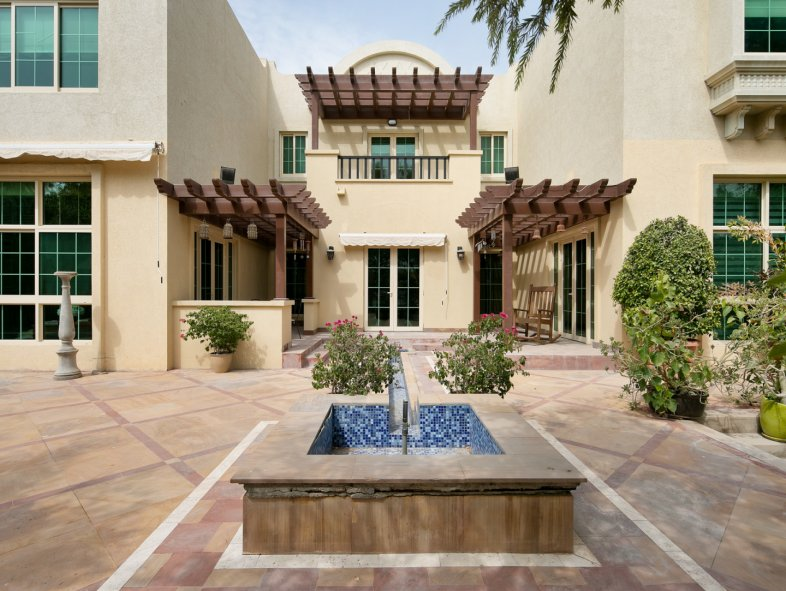 Villa available for sale in European Clusters, Jumeirah Islands